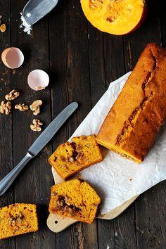 Kürbiskuchen mit Zimt und Walnusskaramell | Pumpkin Bread with Walnuts and Cinnamon *via Holunderweg18