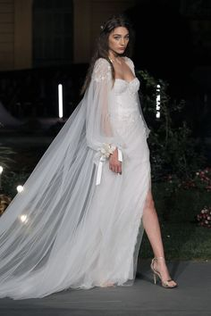 Marchesa Bridal Couture Fashion Show Ideas Marchesa Wedding Dress, Marchesa Bridal, Couture Wedding Gowns, Marchesa Spring, Couture Bridal, Couture Mode, Style Couture, Couture Fashion, Fashion Show