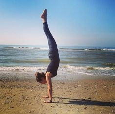 Yoga Pose Weekly » Upload to winHandstand at the beach » Yoga Pose Weekly