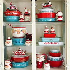 Christmas pyrex collection has definitely got Santa's seal of approval! We're loving the color scheme of wintery blue and… Christmas Dishes, Christmas Kitchen, All Things Christmas, Christmas Home, Christmas Ideas, Xmas, Pyrex Vintage, Vintage Dishware, Vintage Kitchen