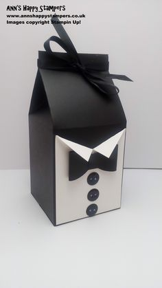 Hi Everyone, I hope you are all enjoying your bank holiday weekend! Today i have another Fathers Day project for you. Gift Boxes Uk, Diy Gift Box, Gift Bags, Paper Purse, Fathers Day Crafts, Creative Gifts, Paper Crafts, Foam Crafts, Paper Art