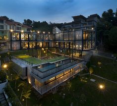 Gallery of Cantilever House / Design Unit Sdn Bhd - 10