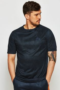 Shop the latest Spring Summer 2020 Gym King men's and women's Collection. Next day Delivery In Ireland at no extra cost. Kings Man, Next Day, Ellesse, Guys, Mens Tops, T Shirt, Stuff To Buy, Shopping, Italia