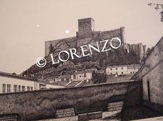 Almansa, Castillo desde la plaza de San Agustin. Dibujo a plumilla sobre papel