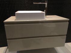 fürdőszoba, mosdós szekrény