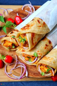Bhuna Chicken Roll - Spicy World Simple and Easy Recipes by Arpita Veg Frankie Recipe, Rolled Chicken Recipes, Comida India, Chaat Recipe, Desi Food, Indian Street Food, India Food, Aesthetic Food, Food Cravings