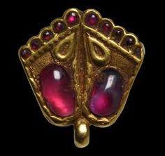 Gold & Ruby Vishnupada (Sacred Footprint) PendantIndia, probably Northern India19th century