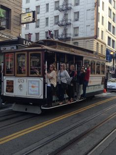 Love the cable cars of San Francisco! #travel