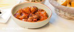 Deze tapas gehaktballetjes in een traditionele tomatensaus worden ook wel albondigas genoemd