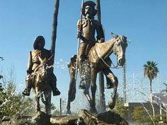 Monumento a Don Quijote y Sancho Panza. Los Mochis, Sinaloa