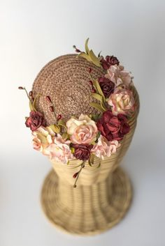 Tocado casquete de paja con flores Rosa Nude
