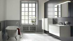 Salle de bains chic : mélange de rétro et contemporain // http://www.deco.fr/diaporama/photo-la-salle-de-bains-en-mode-chic-51560/