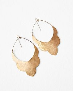 With lightweight grace, these scallop-edged earrings sway with your every move. Crafted in hand-cut, hand-hammered gold-plated copper that reflects the light and piques interest.