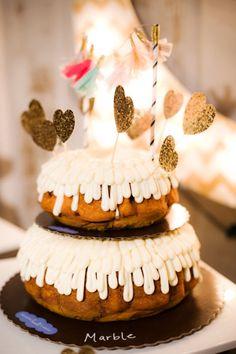 Wedding cake | unique | fun | Cake by: Nothing Bundt Cakes | Photography by: Caroline Rentzel Photography | #weddingcake