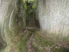 Il Parco archeologico del Tufo e le Vie Cave - Itinerari in Toscana