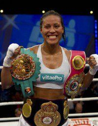 Cecilia Brækhus, the undisputed women's welterweight world champion. The first woman in history to simultaneously hold the titles of the WBC, WBA, IBF and WBO. Women In History, Black History, World Boxing, Puerto Rico History, Boxing Champions, Boxing Girl, Fight The Good Fight, Wbc, Sports Stars