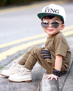 Stylish Little Boys, Cute Little Baby Girl, Cute Baby Girl Pictures, Baby Photos, Little Boy Fashion, Kids Fashion Boy, Young Fashion, Baby Boy Dress, Baby Boy Outfits