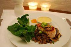 Schnell, schick, speziell - Linsensalat mit Hähnchen und Mango-Currysauce http://www.norassalzindersuppe.blogspot.de/2013/11/schnell-schick-speziell-linsensalat-mit.html