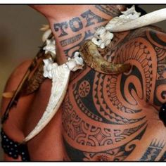 love the curves and geometric designs of Polynesian tattoos