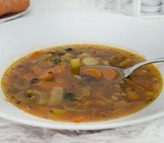Poznáte polievku minestrone? Je to veľmi chutná talianska polievka, ktorej základom je predovšetkým veľa zeleniny. Každá domácnosť ju ale pripravuje inak. Môžete použiť také druhy zeleniny, aké máte...