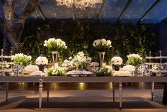Decoração clássica: mesa de doces - Foto: Roberto Wagner