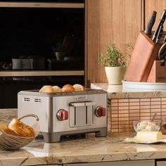 Wolf Gourmet Four Slice Toaster - toasts bagels and artisan breads to perfection