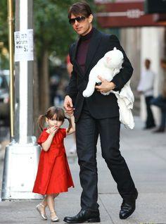 Actor - ator - hair - cabelo - pelo - beautiful - bonita - hermoso - eye - olho - ojo - blue - moda - look - style - estilo - inspiration - inspiração - inspiración - fashion - casual - elegant - elegante - chic - dress - vestido - Helena & Harry - red - vermelho - Silver Ballerina Shoes - Bonpoint - sapato prata - sapatilha - child - criança - niña - menina - girl - baby - bebê - daughter - filha - hija - father - pai - padre - dad - papai - papá - October - 2008 - Suri Cruise - Tom Cruise