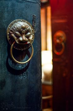Chengdu - Door in Jinli street - China / Flickr