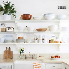 This down-home California space proves there's nothing cold or boring about white-on-white.