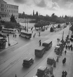 Busseling University Street in downtown.Location:Athens, Greece Date Photographer:Dmitri Kessel Greece Pictures, Old Pictures, Old Photos, Vintage Photos, Vintage Cars, Greece History, Great Photographers, Athens Greece, Old City