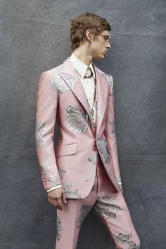 Alexander McQueen Fall 2019 Menswear Collection The Impression Indian Men Fashion, Mens Fashion, Fashion 2020, Male Fashion Trends, Mode Streetwear, Casual Street Style, Stylish Men, Menswear, Formal