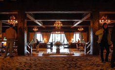 Interior del Hotel Llao Llao en Bariloche, provincia de Río Negro, Argentina.