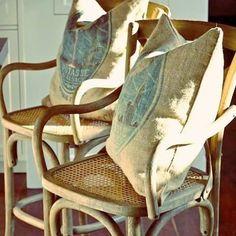 Boa tarde! Arte em Palha (Empalhamentos, Itu/SP) • Cel/Whats: 11 97040-6441 • Tel: 11 4025-2175 • Instagram: #arteempalha  #cadeira #palhinha #vintage #vintagestyle #silla #rejilla #caneseat #caning #chair #chaircaning #rustic #decor #decoração #interiordecor #interiors #homedecor #antyk #armchair #tardeboa #tardezinha #tarde #linda #boatardeee #boatardee #goodafternoon #bonjour #follow4follow