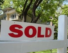 Proven Strategies to Get Your Home Sold Faster ⋆ Stuart Florida Real Estate Home Selling Tips, Selling Your House, Real Estate News, Real Estate Sales, Sell Your House Fast, Residential Real Estate, Fire Starters, Renting A House, Home Buying