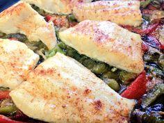 Bacalao con pimientos asados, nuestro menú para tí todos los días. Te esperamos !