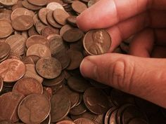 A list of the most valuable pennies that you should be looking for in your change. These 43 pennies found in circulation are worth 1 dollar or more... each! Valuable Pennies, Rare Pennies, Valuable Coins, Old Pennies Worth Money, Penny Values, Wheat Pennies, Rare Coins Worth Money, Coin Worth, Coin Values