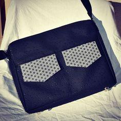 Eugénie sur Instagram: Besace zip-zip medium faite main ! Rembourrée pour pouvoir y ranger un petit ordi ou une tablette. En vente sur mon site :…
