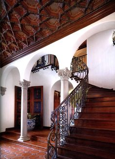 ~ Innate Spanish-style interiors by the late architect Paul R. Williams. It's good to see that his work of capturing the grandeur of Spanish architecture continues to live on. ~