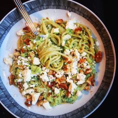 Avocado pasta with roasted walnuts and crumbled feta cheese – Tuve … – About Healthy Meals Veggie Recipes, Baby Food Recipes, Pasta Recipes, Vegetarian Recipes, Healthy Recipes, Healthy Meals, I Love Food, Good Food, Roasted Walnuts