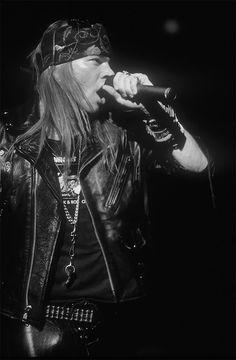 Axl Rose, late '80s #axlrose #waxlrose #gnr #gunsnroses #rockstar #rockicon #bestsingerever #hottestmanalive #livinglegend #sweetchildomine #HOT