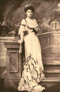Mrs. Cornelius Vanderbilt: born Grace Graham Wilson in 1870, she became New York's leading socialite after her marriage to Cornelius Vanderbilt III 9 (Mother of William H. Vanderbilt who went on to build the biltmore estate)