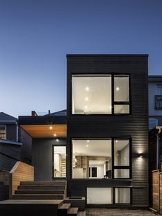North Toronto Addition by Heather Asquith Architect Townhouse Exterior, Modern Townhouse, Narrow House Designs, Modern House Design, Modern Exterior, Exterior Design, Toronto Houses, Small House Exteriors, Bungalow Renovation