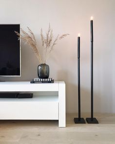 If you have noticed that it is slightly quieter on the Housewolf gram . Living Room Designs, Living Room Decor, Floor Candle Holders, Dream Home Design, Minimalist Bedroom, Home And Living, Interior Inspiration, Home Decor, Hercules