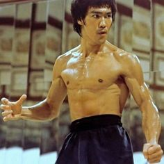 Enter The Dragon Robert Clouse) Bruce Lee Photos, Martial Arts Movies, Martial Artists, Arte Bruce Lee, Eminem, Richard Dawson, Bruce Lee Martial Arts, Enter The Dragon, Chuck Norris