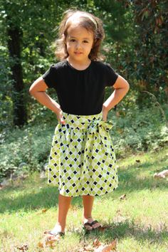 Toddler Tie Skirt pattern and tutorial Sewing Kids Clothes, Sewing For Kids, Baby Sewing, Diy Clothes, Barbie Clothes, Toddler Ties, Toddler Skirt, Skirt Pattern Free, Free Pattern
