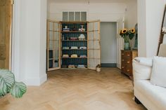 Handbuilt Cupboard With Recipe Books - A Modern Country Farrow & Ball Kitchen With Oak Parquet Flooring Kitchen Inspiration Design, Home Decor Kitchen, Country Decor, Country Kitchen Flooring, Country Style Dining Room, Country Dining Rooms, Home, Country House Decor, Home Decor