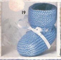 Voici la première paire de chaussons que j'ai confectionné alors que je n'avais que 12 ans. Taille unique, aiguilles N°3. Fournitures : - 1 pelote de laine - 1 paire d'aiguilles N°3 - 1 aiguille à laine. Points employés : Point mousse : toutes les mailles... Vogue Knitting, Baby Knitting, Crochet Baby, Free Crochet, Knitting Projects, Knitting Patterns, Crochet Patterns, Tricot Baby, Baby Booties Free Pattern
