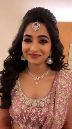 Desi Bridal Makeup, Bridal Makeup Videos, Bridal Makeup Looks, Bride Makeup, Indian Hairstyles For Saree, Lehenga Hairstyles, Hairstyles For Gowns, Bride Hairstyles, Bridal Hairstyle Indian Wedding