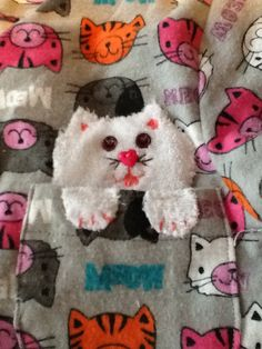 Kitten appliqué in the pocket. Peek-a-boo!