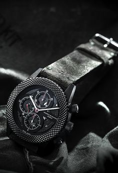 Maurice de Mauriac camouflage military watch. stainless steel case with black PVD coating | Ø 45 mm screw crown, screw pusher | open case back DLC coated and cross-hatch bezel sapphire crystal with anti-reflective treatment on both sides, domed